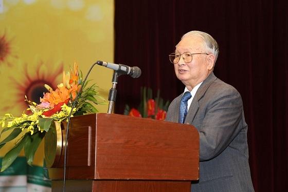 GS.TS.BS Nguyễn Khánh Trạch, phát biểu tại một hội thảo về ứng dụng của Nano Curcumin