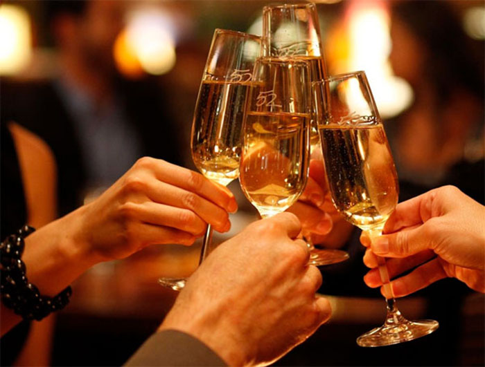 Rượu bia là nguyên nhân khiến cho loét dạ dày tá tràng có nguy cơ tái phát.