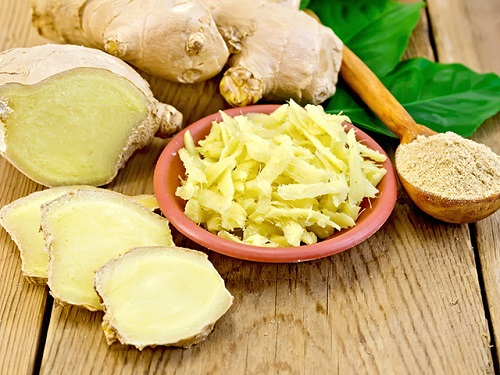 Gừng là một thực phẩm dễ kiếm, giúp bạn làm giảm các cơn đau của bệnh viêm loét dạ dày tá tràng.