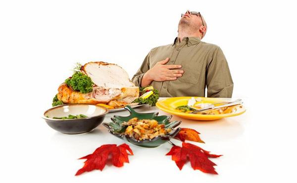 Xem bóng đá đêm dễ dẫn đến đau dạ dày