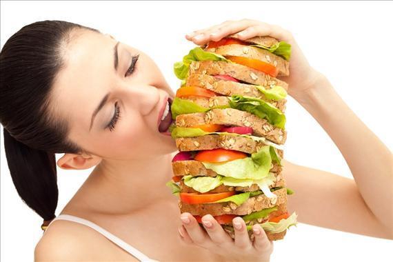 Ăn uống không điều độ là nguyên nhân gây đau dạ dày