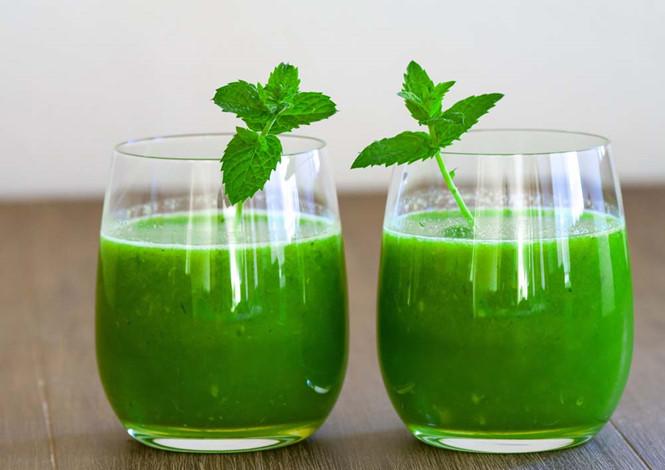 Uống nước ép bạc hà để chữa chứng đau dạ dày sau khi ăn