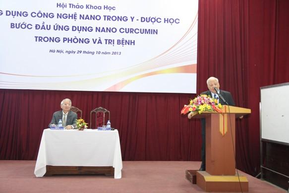 GS.VS Nguyễn Văn Hiệu phát biểu khai mạc hội thảo ứng dụng công nghệ Nano trogn Y - Dược học, bước đầu ứng dụng Nano Curcumin trong phòng và trị bệnh.jpg