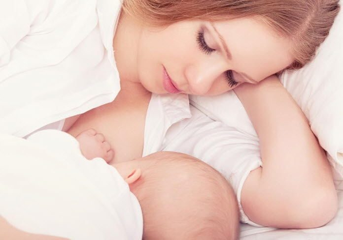 Sữa mẹ giúp chị em sau sinh làm đẹp hiệu quả.