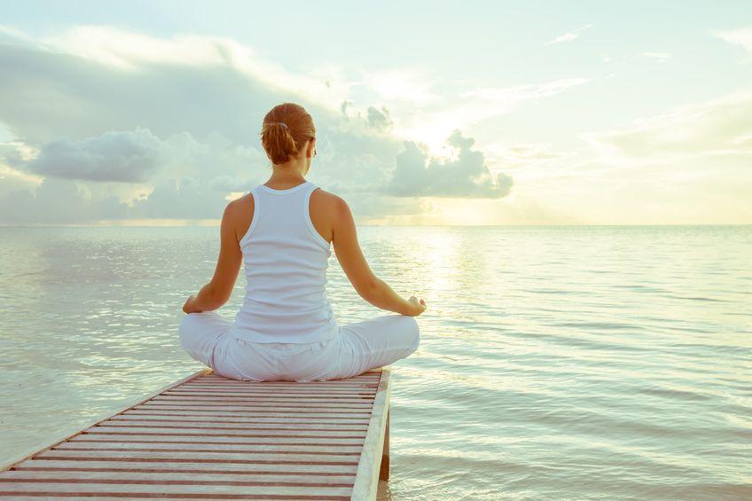 Tập yoag, tập thiền... giúp bạn bớt căng thẳng đầu óc, làm giảm nguyên nhân gây viêm loét dạ dày.