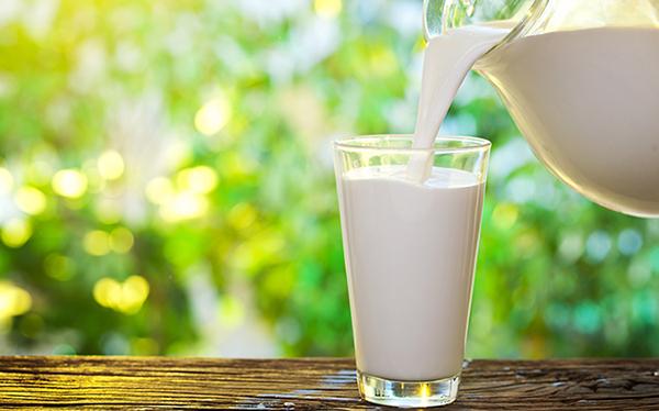 Tinh bột nghệ với bột gạo, sữa tươi
