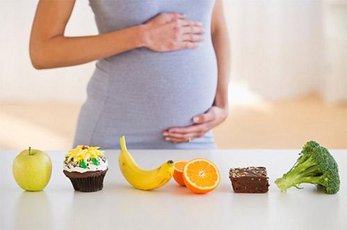 đừng ăn kiêng khi mang thai