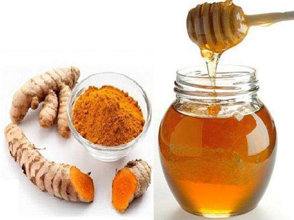 Dùng mật ong và bột nghệ chữa đau dạ dày