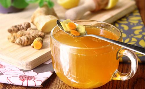 Trà gừng nghệ và mật ong là thức uống rất tốt cho người bệnh viêm loét dạ dày.
