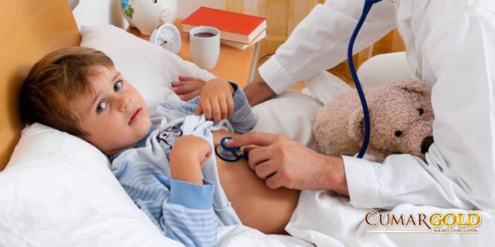 Khám bệnh cho trẻ bị viêm dạ dày ruột cấp