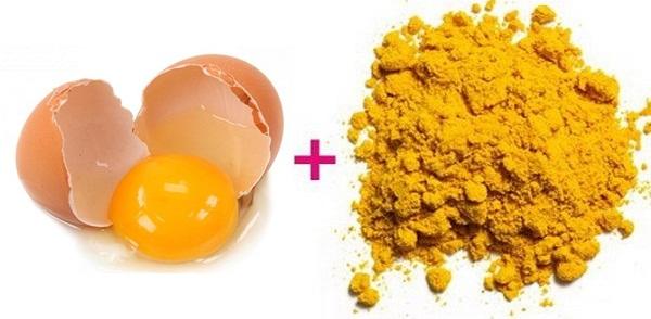 Nghệ kết hợp lòng đỏ trứng gà