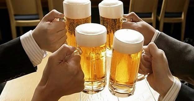 Uống nhiều rượu bia là nguyên nhân gây viêm loét dạ dày tá tràng