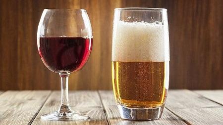 Rượu bia là nguyên nhân gây viêm và xung huyết dạ dày.