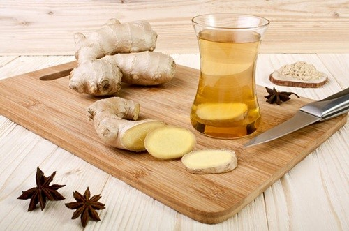 Trà gừng giúp làm ấm bụng, giảm bớt cơn đau cho người mắc bệnh về dạ dày.