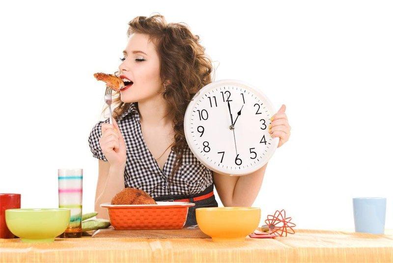 Ăn đúng giờ giúp cho việc điều trị viêm loét dạ dày cải thiện tốt hơn.