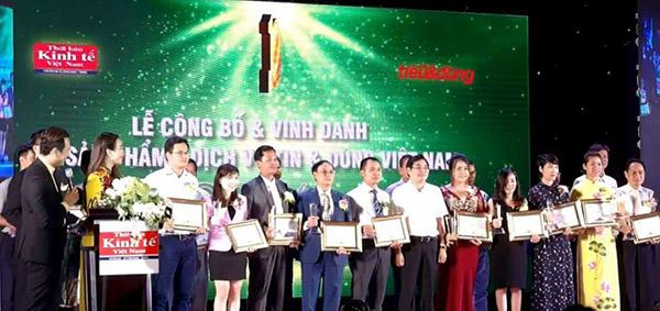 Các sản phẩm thuộc nhóm Dược phẩm và Thiết bị chăm sóc sức khỏe vinh dự đón nhận danh hiệu Top 100 thương hiệu Tin và Dùng