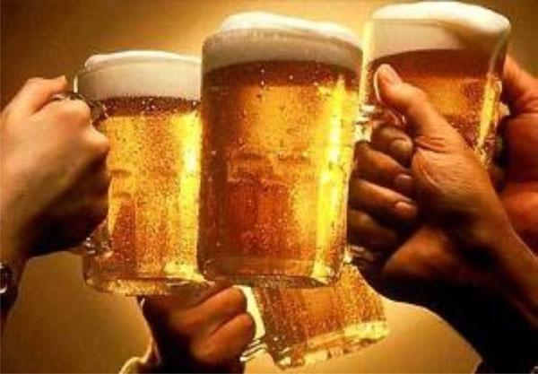 uống bia bóng đá