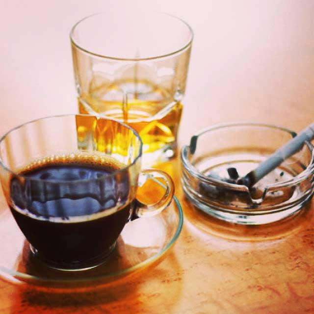 Cà phê, bia rượu hay thuốc lá là những chất kích thích không tốt cho dạ dày.