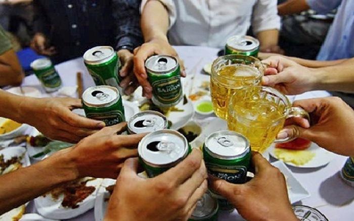 Cuộc sống hiện đại và thói quen uống rượu bia khiến dạ dày bạn dễ mắc bệnh.