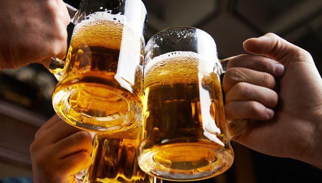 Không uống rượu bia là quy tắc đầu tiên đối với bệnh đau dạ dày