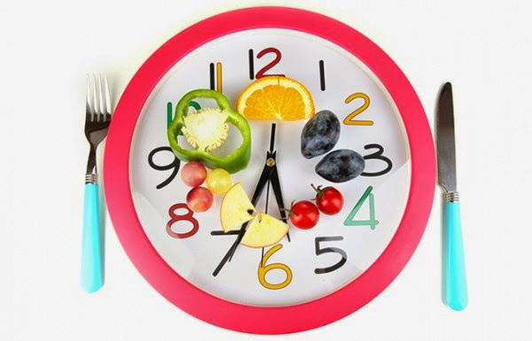 Ăn đúng giờ, đúng bữa với những thực phẩm lành tính là một cách giúp ngăn ngừa biến chứng của bệnh.
