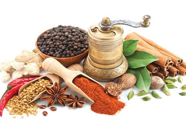 Các gia vị cay nóng cần hạn chế và điều chỉnh liều lượng phù hợp cho người bệnh đau dạ dày.