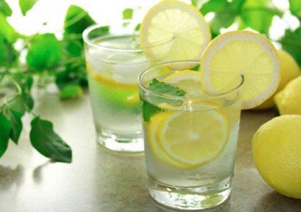 Uống nước chanh vào mỗi buổi sáng sớm rất tốt cho GAN