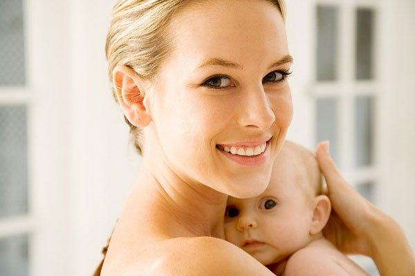 Tinh bột nghệ giúp chị em sau sinh chăm sóc da mặt toàn diện.