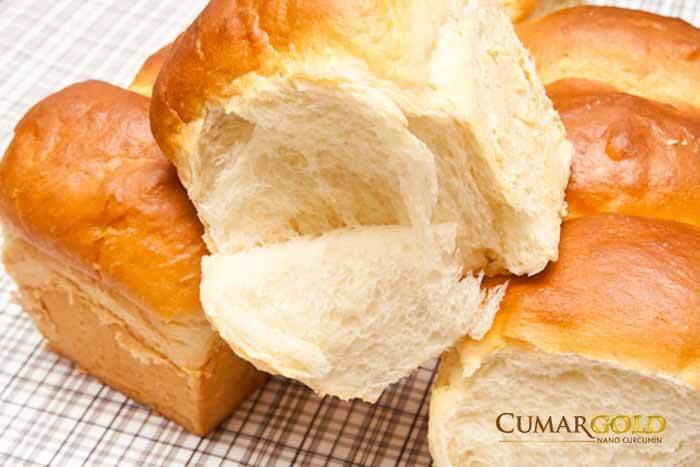 Nên ăn những nhóm thực phầm giàu tinh bột như bánh mì,khoai, sắn...