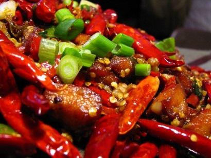 Bệnh nhân đau dạ dày nên kiêng đồ ăn cay nóng