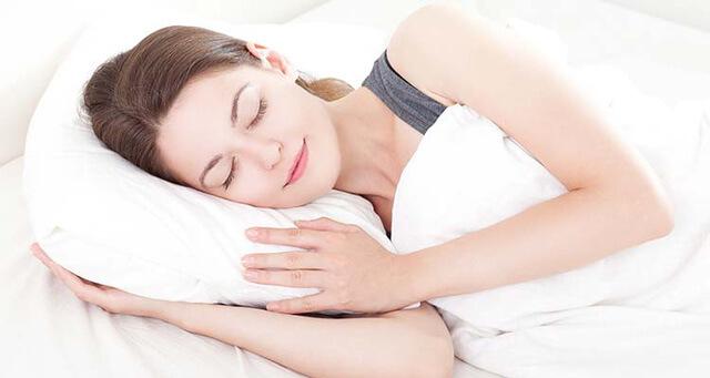 Bí quyết cho mẹ làm đẹp sau sinh mổ bằng cách ngủ nhiều