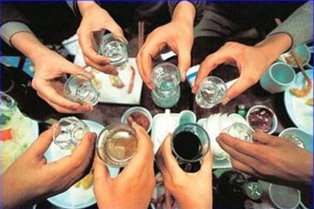 Viêm loét dạ dày thường gặp ở những người uống nhiều rượu bia