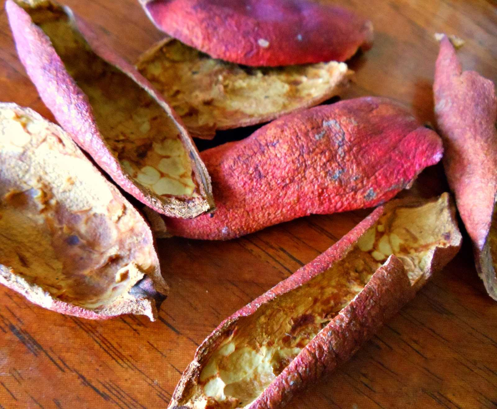 Vỏ lựu khô giúp trị bệnh dạ dày.