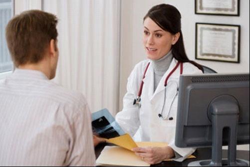 Khi bị đau dạ dày, tốt nhất hãy đi khám bác sỹ