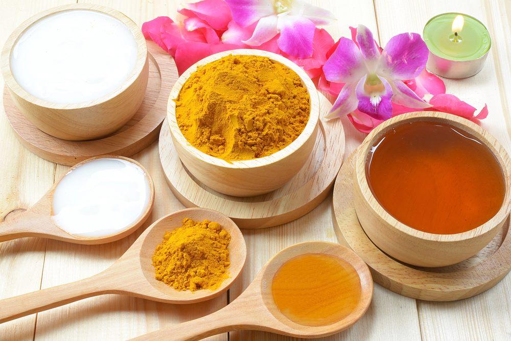 Tinh bột nghệ mật ong làm tăng sức đề kháng chống lại bệnh tật.
