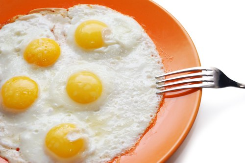Đau dạ dày kiêng gì? Kiêng trứng được chế biến không đúng