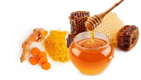 Tinh bột nghệ trộn mật ong – bài thuốc trị đau bao tử hiệu quả
