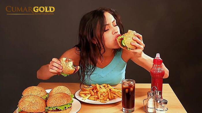 Thói quen ăn uống là một trong những yếu tố tăng nguy cơ mắc bệnh