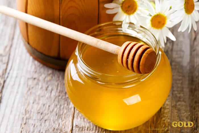 Mật ong có tác dụng kháng viêm, giải độc, giảm các triệu chứng phù nề