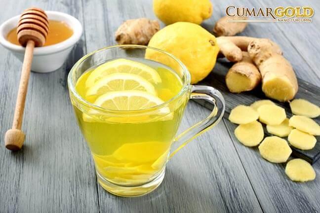 Người bị đau dạ dày nên uống nước gừng và mật ong