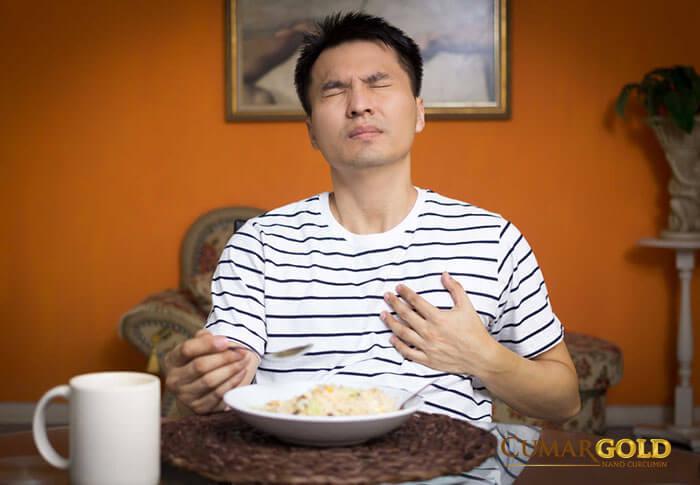 Khó thở do đau dạ dày có gì khác?