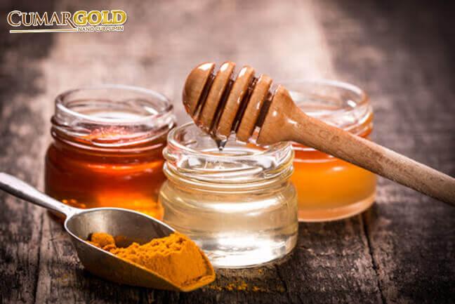 Mật ong và tinh bột nghệ giảm cơn đau dạ dày co thắt từng cơn