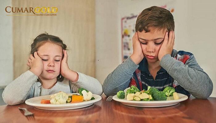 Trẻ ăn quá no hoặc quá đói