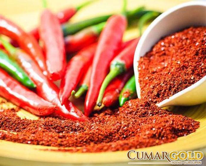 Không nên ăn những đồ ăn cay nóng như bột ớt