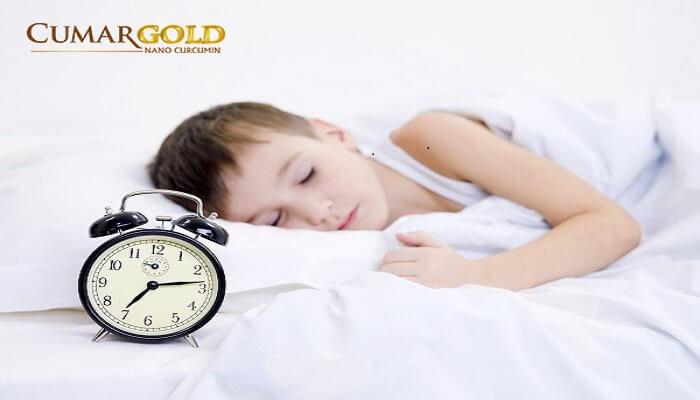 Nên cho trẻ đi ngủ đúng giờ