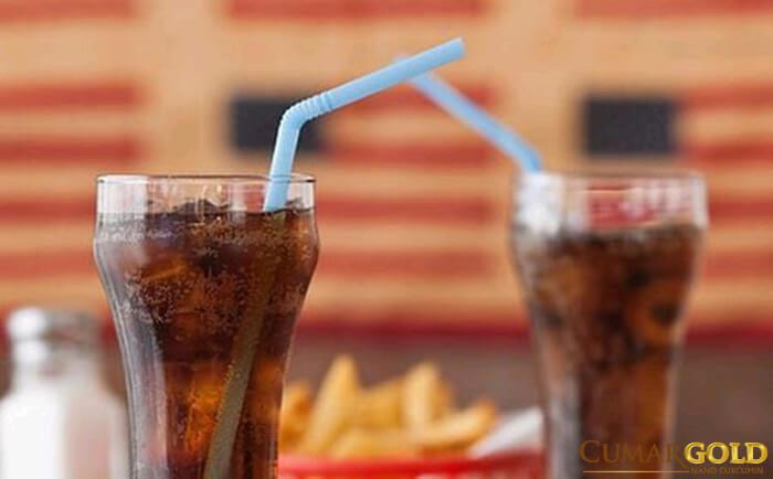 Nước uống có ga có thành phần có thể khiến kích thích dạ dày sản sinh acid nhiều hơn mức bình thường