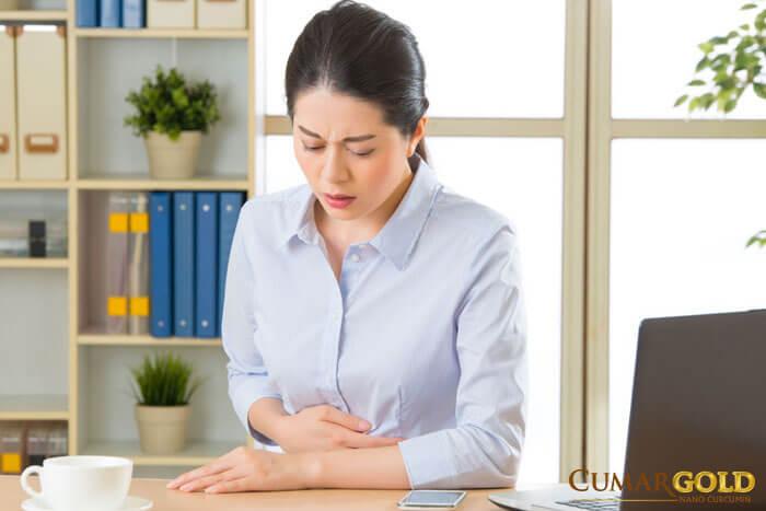 Biểu hiện đau bụng âm ỉ, ợ hơi khó tiêu