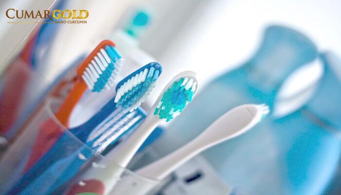 Không dùng chung bàn chải đánh răng