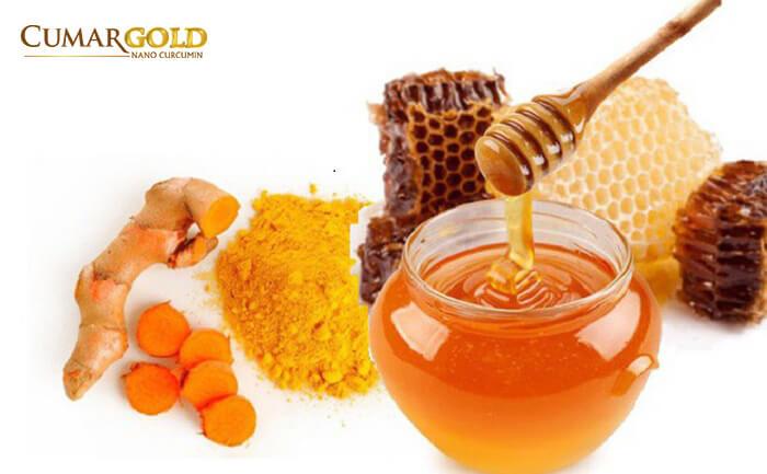 Nghệ kết hợp với mật ong