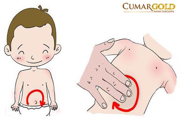 Xoa bụng cho trẻ 9 tháng bị đau dạ dày
